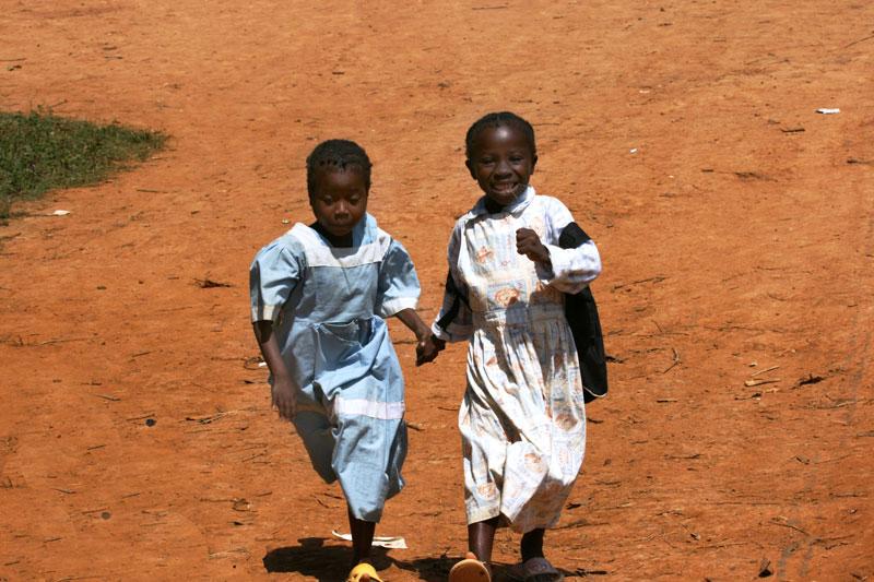 Bambini per mano